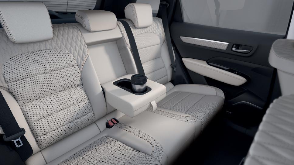 Két pozícióba dönthető hátsó üléstámlák (25° és 32°) Easy Break ülésdöntéssel