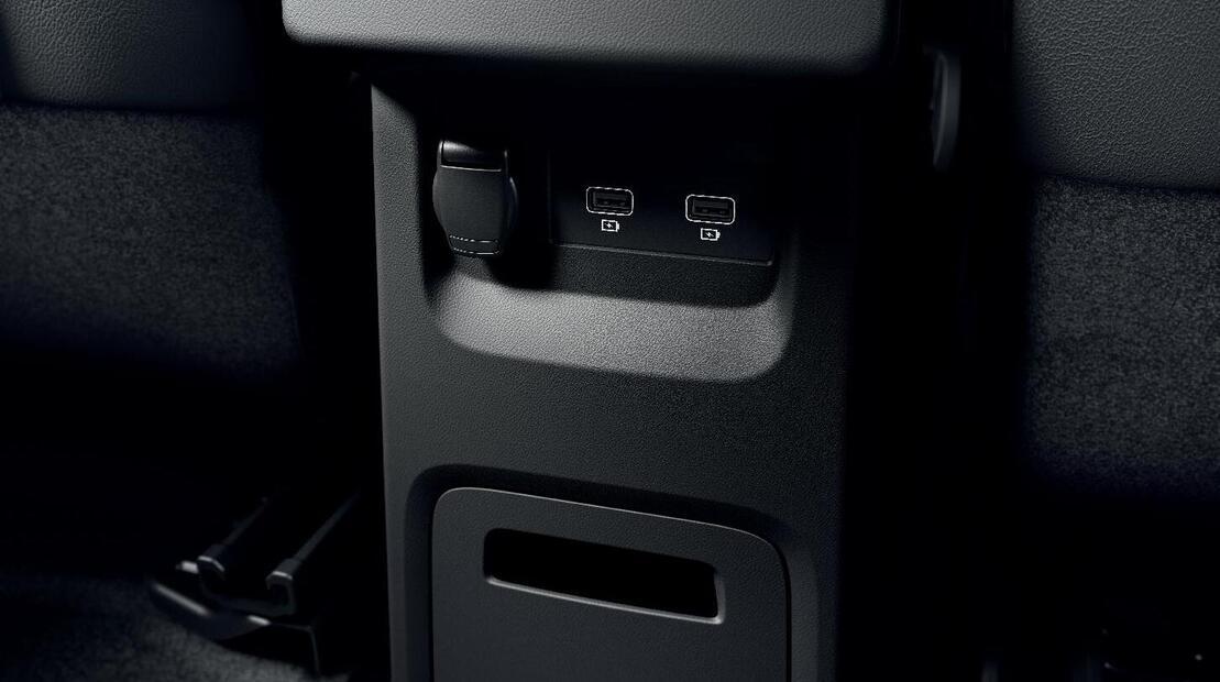 12V Anschluss 3.Reihe +USB-Anschluss 2.Reihe