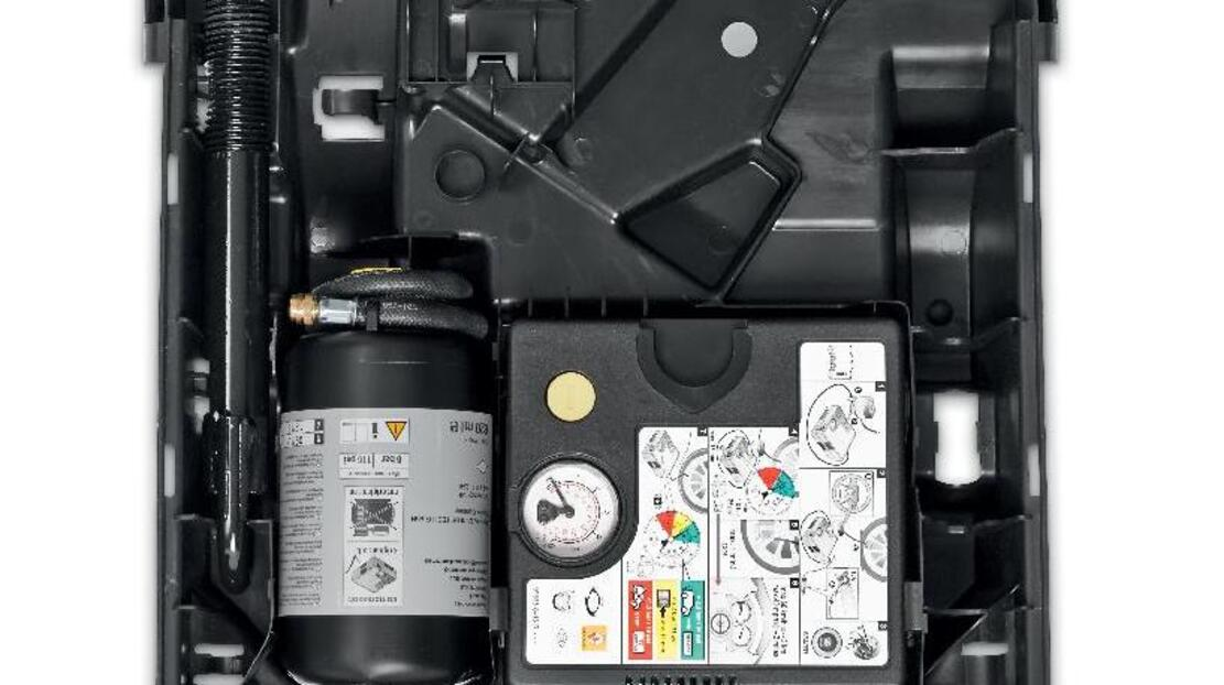 Kit riparazione pneumatici nel bagagliaio